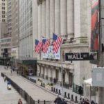 Diprediksi The Fed Tahan Suku Bunga, Wall Street Melesat